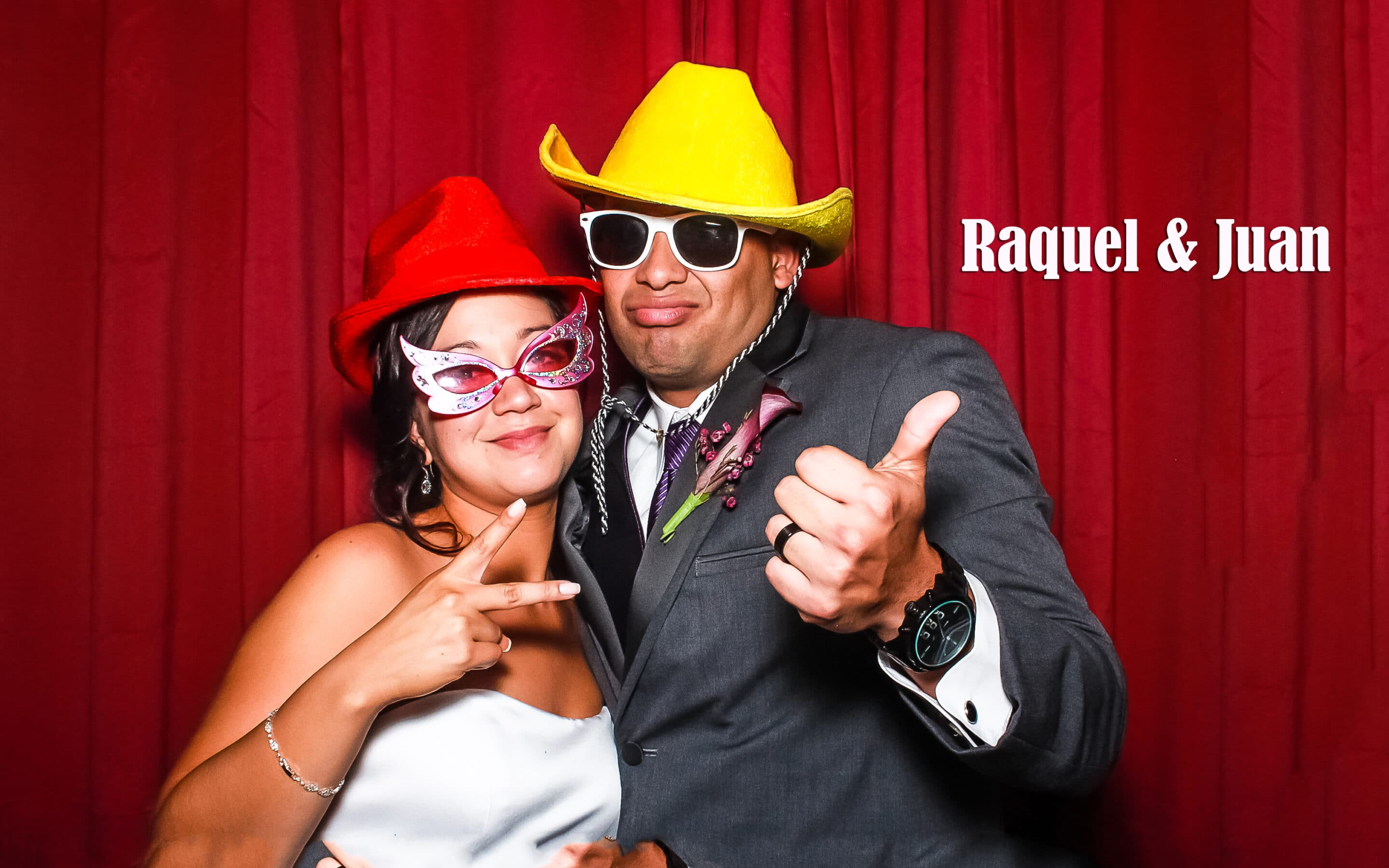 https://photoboothparty.net/wp-content/uploads/2013/03/RaquelandJuan_photobooth.jpg